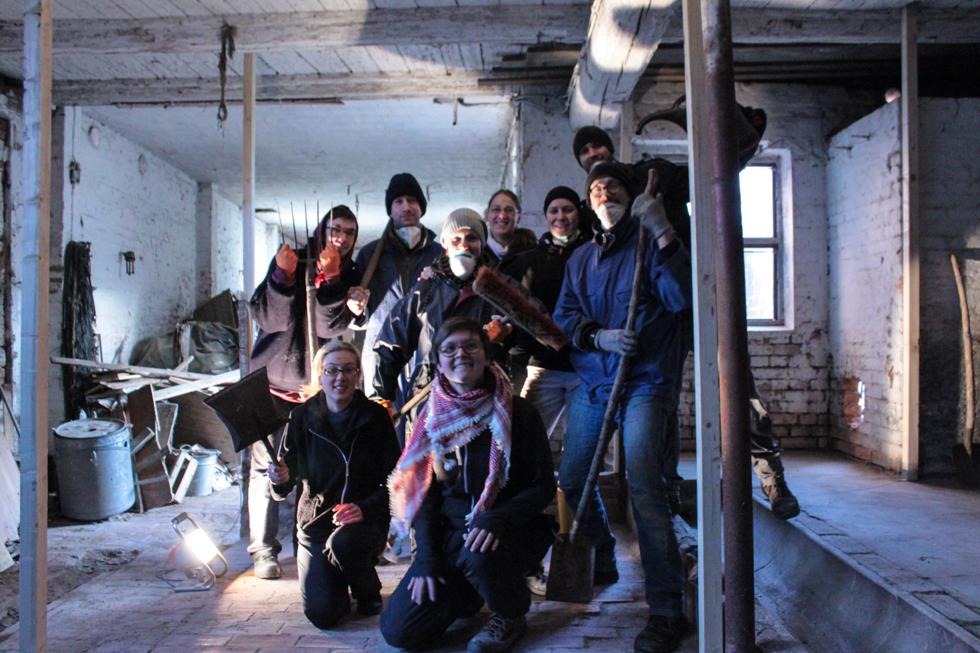 Gruppenbild auf der Baustelle